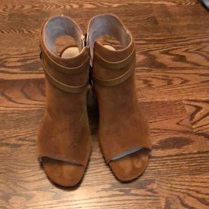 White mountain NWT peep toe heels